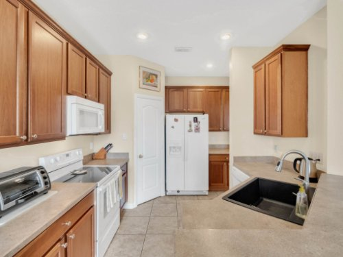 1721-Pine-Oak-Trail--Sanford--FL-32773----11---Kitchen.jpg