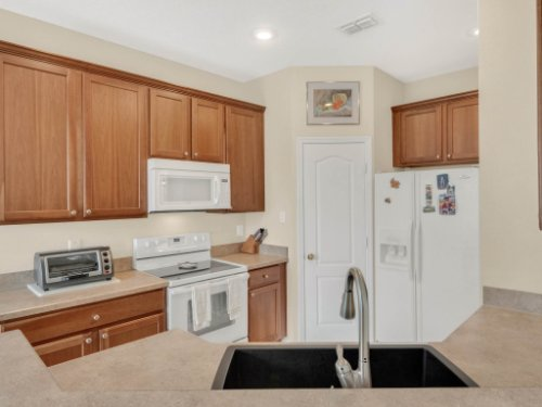 1721-Pine-Oak-Trail--Sanford--FL-32773----12---Kitchen.jpg