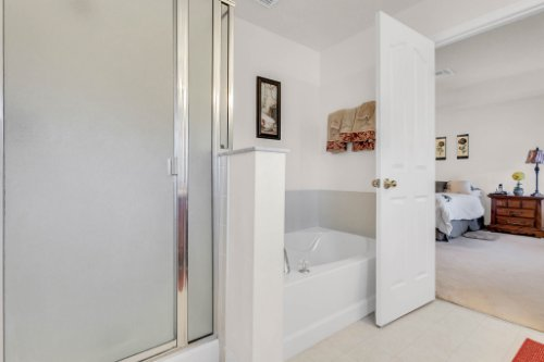 2719-Amanda-Kay-Way--Kissimmee--FL-34744----30---Master-Bathroom.jpg
