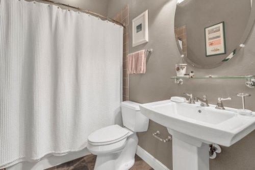 10403-Thompson-Pl--Clermont--FL-34711----26---Bathroom.jpg