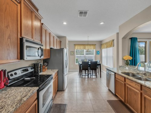 5549-Oakworth-Pl--Sanford--FL-32773----16---Kitchen.jpg