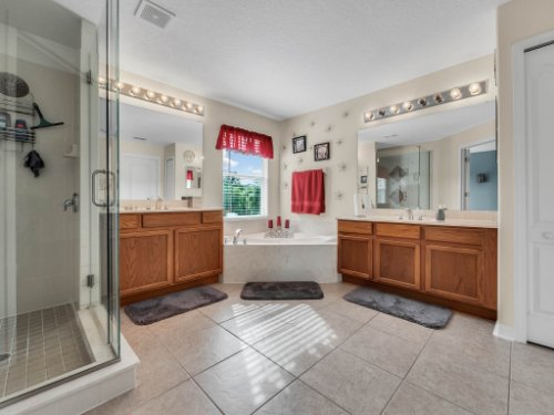 5549-Oakworth-Pl--Sanford--FL-32773----27---Master-Bathroom.jpg