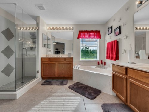 5549-Oakworth-Pl--Sanford--FL-32773----28---Master-Bathroom.jpg