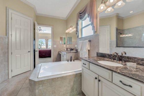 1837-Lake-Roberts-Ct--Windermere--FL-34786----28---Master-Bathroom.jpg