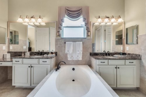 1837-Lake-Roberts-Ct--Windermere--FL-34786----29---Master-Bathroom.jpg