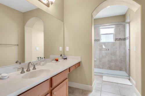 1837-Lake-Roberts-Ct--Windermere--FL-34786----33---Bathroom.jpg