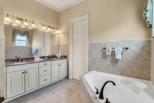 1837-Lake-Roberts-Ct--Windermere--FL-34786----39---Bathroom.jpg