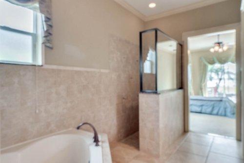 1837-Lake-Roberts-Ct--Windermere--FL-34786----40---Bathroom.jpg