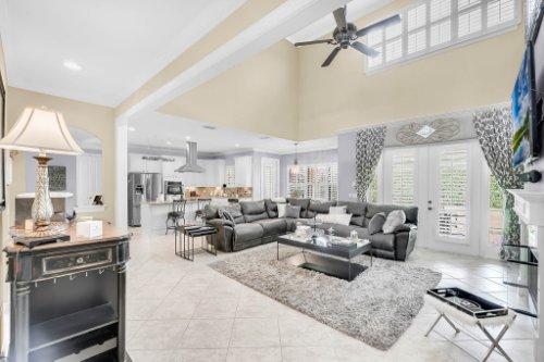 1241-Bella-Vista-Cir--Longwood--FL-32779----09---Family-Room.jpg