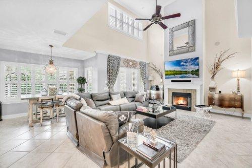 1241-Bella-Vista-Cir--Longwood--FL-32779----10---Family-Room.jpg