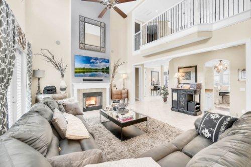 1241-Bella-Vista-Cir--Longwood--FL-32779----11---Family-Room.jpg