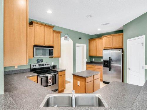 23539-Companero-Dr--Sorrento--FL-32776----17---Kitchen.jpg