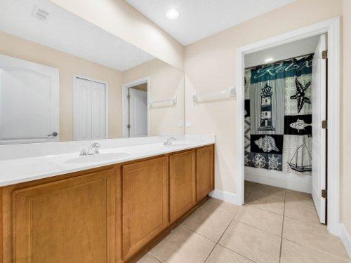 23539-Companero-Dr--Sorrento--FL-32776----27---Bathroom.jpg