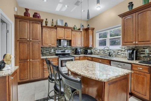 1755-E-Lagoon-Cir.-Clearwater--FL-33765--16--Kitchen-1----5.jpg