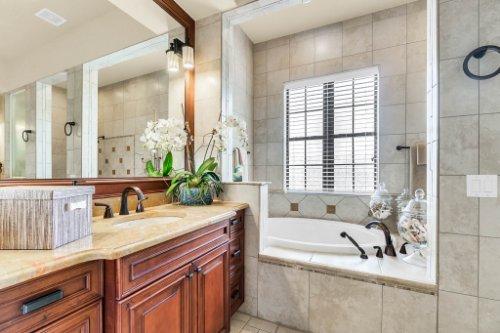 1284-Grand-Traverse-Pkwy--Reunion--FL-34747----31---Master-Bathroom.jpg