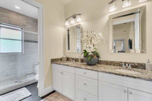 1284-Grand-Traverse-Pkwy--Reunion--FL-34747----36---Bathroom.jpg