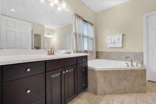 8929-Blue-Mesa-Dr--Windermere--FL-34786----21---Master-Bathroom.jpg