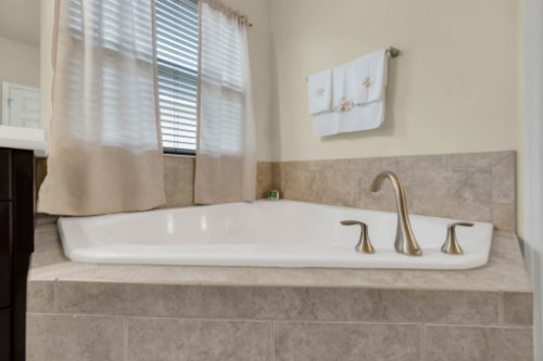 8929-Blue-Mesa-Dr--Windermere--FL-34786----23---Master-Bathroom.jpg