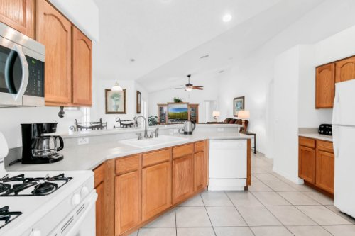 15931-Heron-Hill-St--Clermont--FL-34714----13---Kitchen.jpg