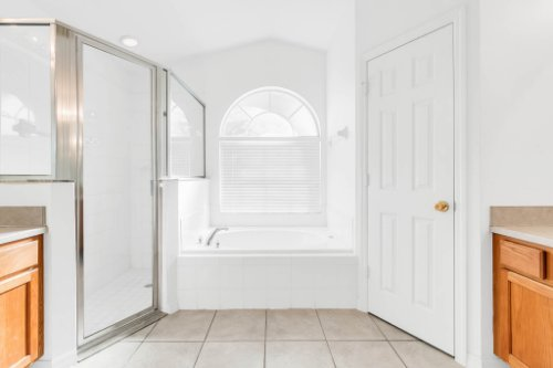 15931-Heron-Hill-St--Clermont--FL-34714----22---Master-Bathroom.jpg
