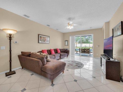 1310-Royal-St-George-Dr--Orlando--FL-32828----15---Family-Room.jpg
