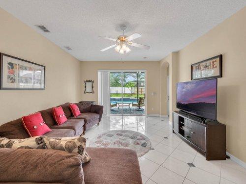 1310-Royal-St-George-Dr--Orlando--FL-32828----16---Family-Room.jpg