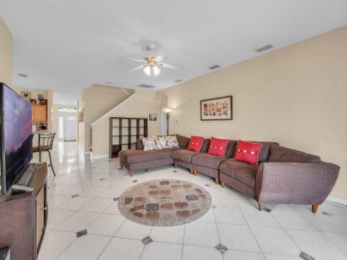 1310-Royal-St-George-Dr--Orlando--FL-32828----17---Family-Room.jpg