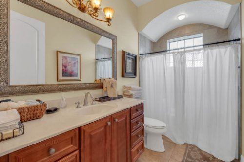 14604-Ave-of-the-Rushes--Winter-Garden--FL-34787----41---Bathroom.jpg