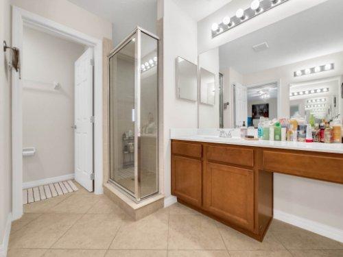 12861-Tanja-King-Blvd--Orlando--FL-32828----19---Master-Bathroom.jpg