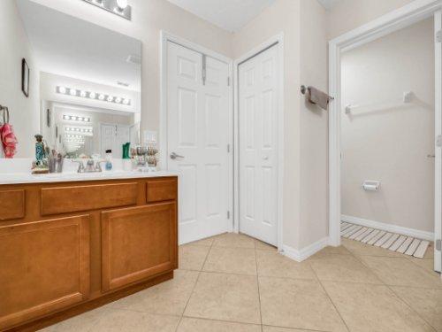 12861-Tanja-King-Blvd--Orlando--FL-32828----20---Master-Bathroom.jpg