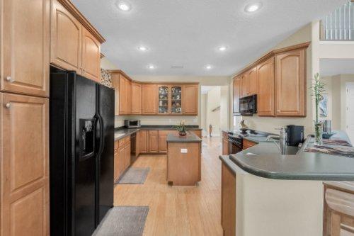 27701-Cypress-Glen-Ct--Yalaha--FL-34797----15---Kitchen.jpg