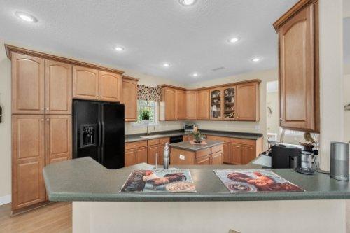 27701-Cypress-Glen-Ct--Yalaha--FL-34797----16---Kitchen.jpg