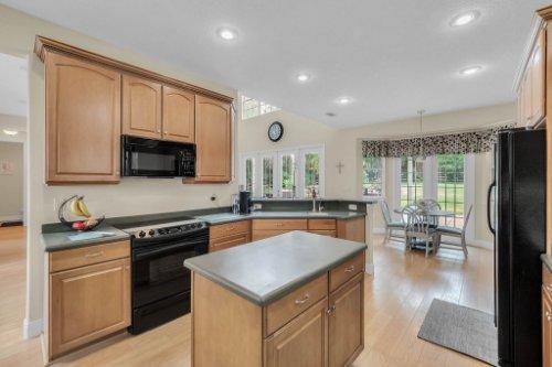 27701-Cypress-Glen-Ct--Yalaha--FL-34797----17---Kitchen.jpg