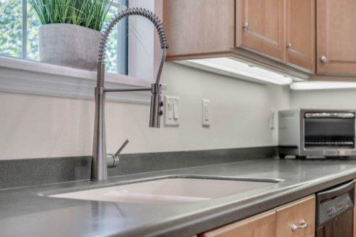 27701-Cypress-Glen-Ct--Yalaha--FL-34797----18---Kitchen.jpg