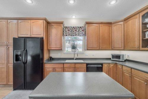 27701-Cypress-Glen-Ct--Yalaha--FL-34797----19---Kitchen.jpg