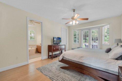 27701-Cypress-Glen-Ct--Yalaha--FL-34797----23---Master-Bedroom.jpg
