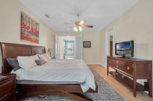27701-Cypress-Glen-Ct--Yalaha--FL-34797----24---Master-Bedroom.jpg