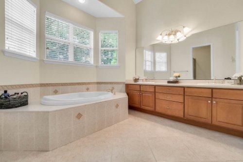 27701-Cypress-Glen-Ct--Yalaha--FL-34797----26---Master-Bathroom.jpg