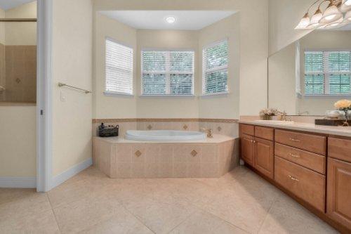 27701-Cypress-Glen-Ct--Yalaha--FL-34797----27---Master-Bathroom.jpg