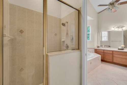 27701-Cypress-Glen-Ct--Yalaha--FL-34797----28---Master-Bathroom.jpg