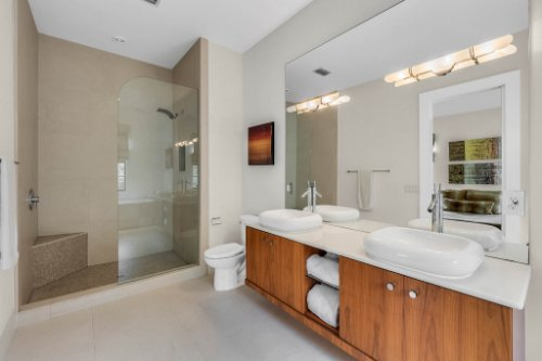 9743-covent-garden-dr--orlando--fl-32827----31---bathroom.jpg